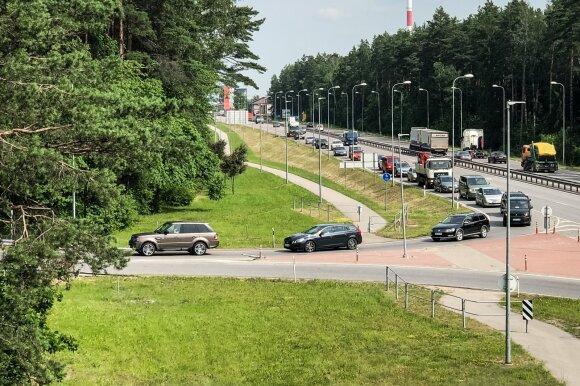 """Prie """"Regitros"""" nusidriekė kilometrinės eilės: vairuotojai suskubo išvengti įsigaliosiančio mokesčio"""