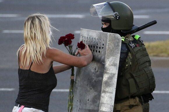 Baltarusijoje tiksi lemiamos minutės: laukia dar daugiau kraujo, o gal net ir karinis perversmas