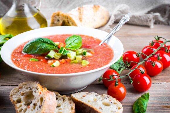 Ilgai lauktas specialistės verdiktas: ar galima agurkus ir pomidorus valgyti kartu?