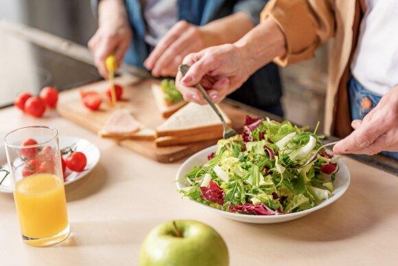 Įvardijo, kodėl vaikams neįtinka darželių ir mokyklų maistas: kalti tėvai