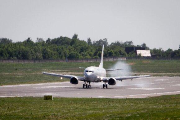 Interviu su stiuardese: kam turi būti pasiruošę skrydžių palydovai ir kaip lėktuvuose elgiasi lietuviai