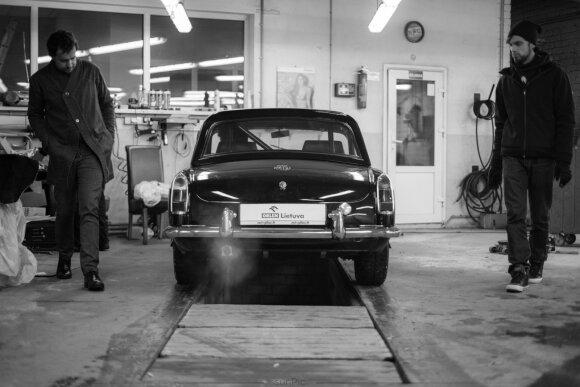 "Karolio Raišio ""MGB Roadster"" restauracija"