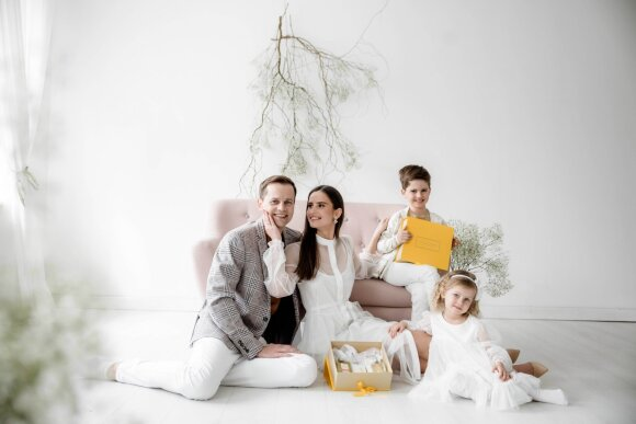 Agnė ir Nerijus Juškos su vaikais/ Foto: Mile.fotografija