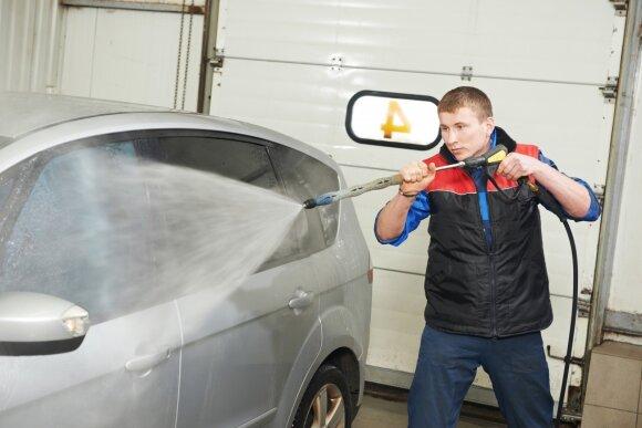 Automobilio plovimas (asociatyvi nuotr.)
