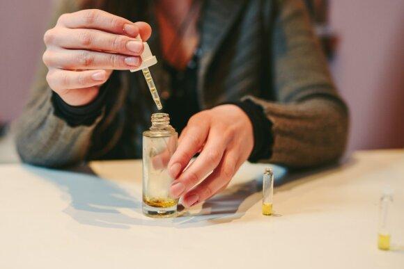 Kauniečiai parfumeriai sukūrė kvepalų kortas