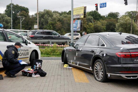 Į Zelenskio padėjėjo automobilį paleisti šūviai, sužeistas vairuotojas