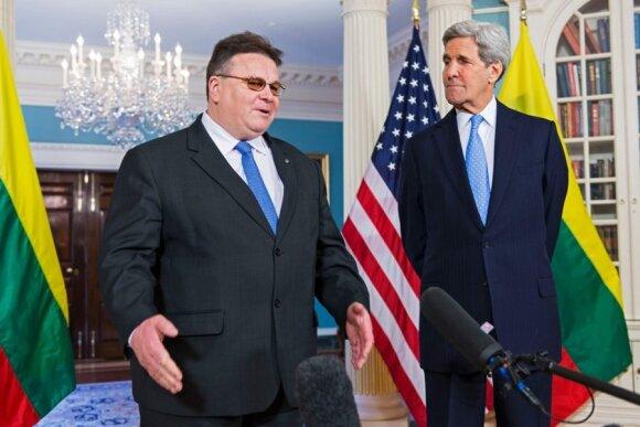 Lietuvos krepšinio rinktinės marškinėliai - JAV valstybės sekretoriui