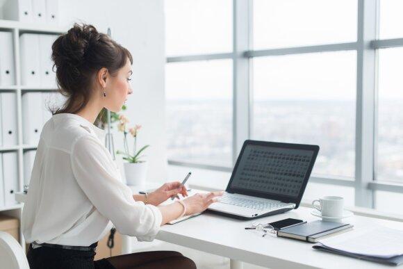 Sėdimas darbas kenkia stuburui