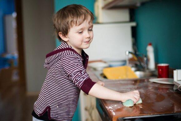 Psichologė įvardijo 6 žingsnius, kurie padės užauginti savarankišką vaiką