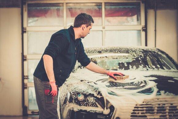 Paaiškino, kada geriausia automobilį plauti ir kokios taisyklės svarbiausia laikytis vasarą