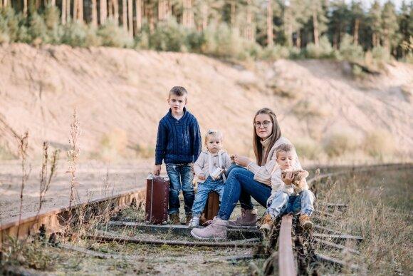 """Tinklaraščio """"Mamos gyvenimas"""" autorė Žemyna su šeima/ Gerda Ruzz nuotr."""