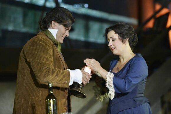 Merūnui scenoje tenka pasirodyti su 2000 eurų vertės peruku