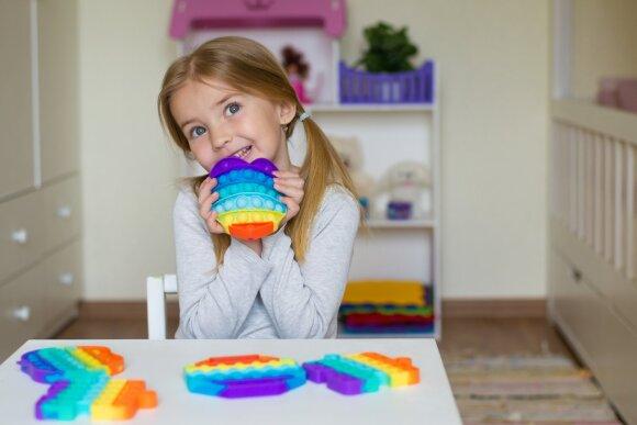 Specialistė perspėja dėl žaibiškai išpopuliarėjusių maigymo žaislų