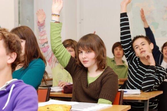 Karščiai ir nauja tvarka pakirto mokinius: mokyklose bręsta maištingos nuotaikos