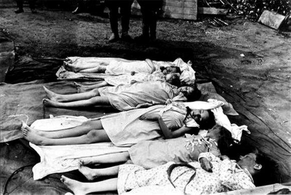 Goebbelsų vaikai, motinos nunuodyti cianidu, Fiurerio bunkeryje. Fotografuota, kai jų kūnus rado sovietų kariai.