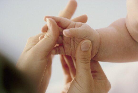 Kūdikių masažas namuose: kaip išvengti klaidų?