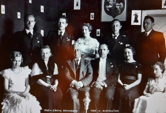 Pirmųjų šokių varžybų Lietuvoje organizatoriai ir dalyviai 1935 m. / FOTO: J. ir Č. Norvaišų archyvo