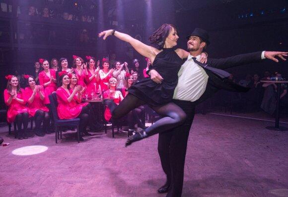 Daugkartinę Europos ir pasaulio šokių čempionę trys vaikai įkvėpė imtis naujos veiklos
