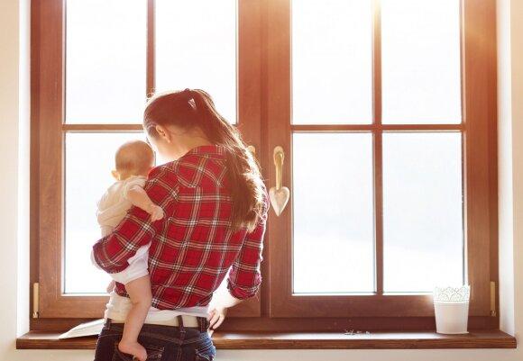Paaiškino, kodėl dauguma motinų nešioja savo vaikus ant kairės rankos