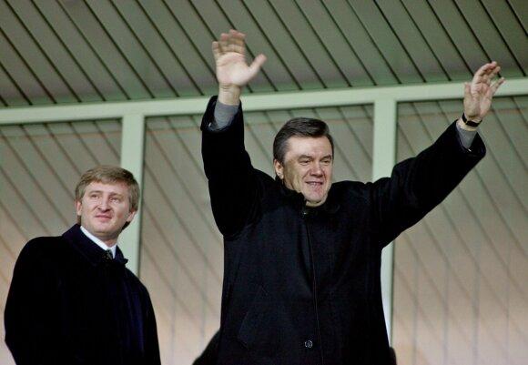 Viktoras Janukovyčius ir Rinatas Achmedovas (kairėje)