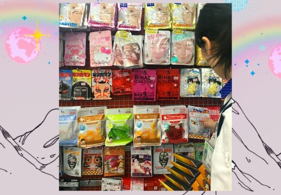 Veido kaukių pasirinkimas vienoje iš Tokijo parduotuvių.
