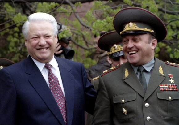 Borisas Jelcinas, Pavelas Gračiovas