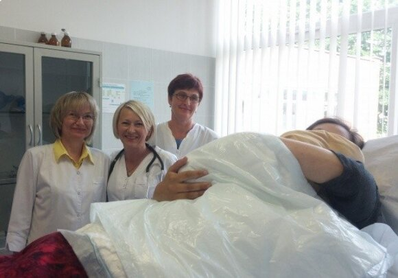 Širvintose netikėtai prasidėjus gimdymui, vaikas gimė tiesiog gydytojos kabinete