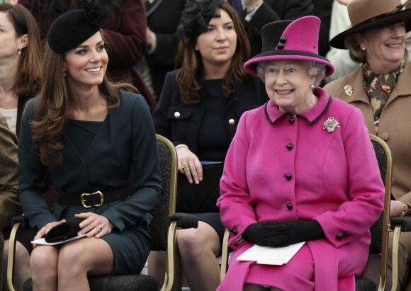 Kate Middleton ir karalienė Elžbieta II