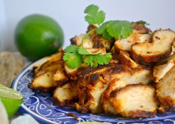 Pasiruoškite vietos pilve: tortilijos su vištiena, naminiu pomidorų padažu ir sūriu