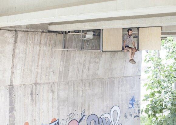 Gyventi įmanoma ir taip: namai po tiltu