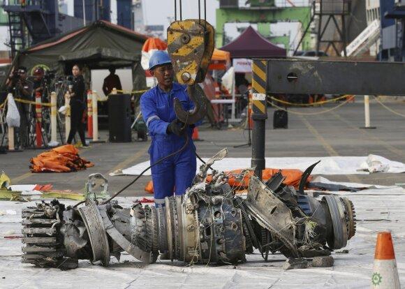"""Dviejų naujų lėktuvų """"Boeing 737 MAX"""" katastrofos, kuriose žuvo 346 žmonės, įvyko todėl, kad nebuvo įdiegti papildomi, dubliuojantys atakos kampo jutikliai."""