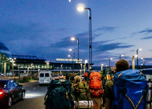 """""""Миссия Сибирь 18"""" на пути в Казахстан: недоразумения в аэропорту и прибытие"""