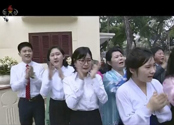 Kim Jong Uno vizitas Šiaurės Korėjos ambasadoje Hanojuje