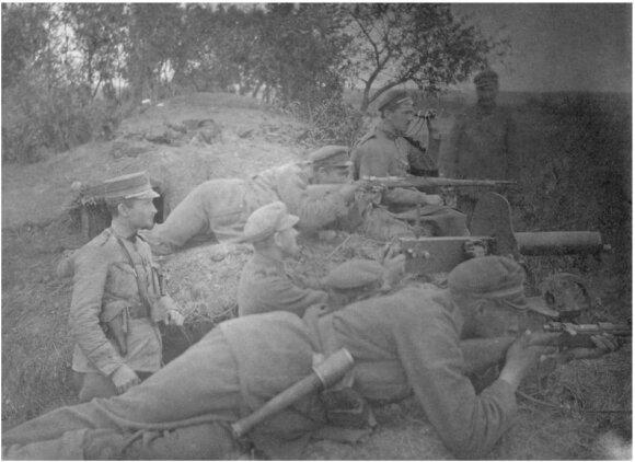 Lietuvos kariuomenes ,2-ojo pestininku pulko kariai apkasuose Daugpilio fronte, 1919 m., VDKM
