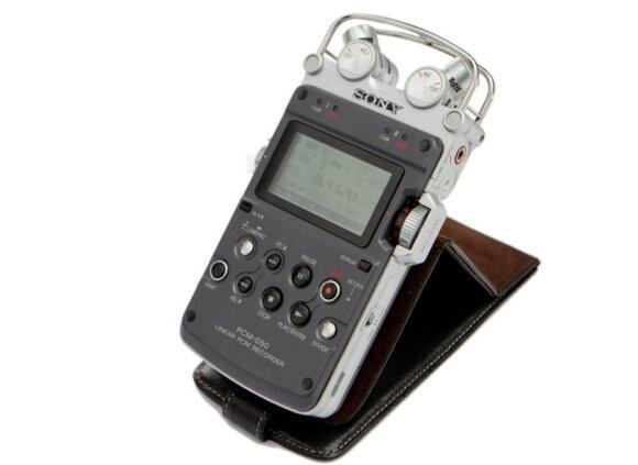 """Tarp 10-ies L.Adomaičio brangiausiųjų – senelio meno dirbinys, ypatingas garso įrašymo įrenginys ir """"talk box'as"""""""