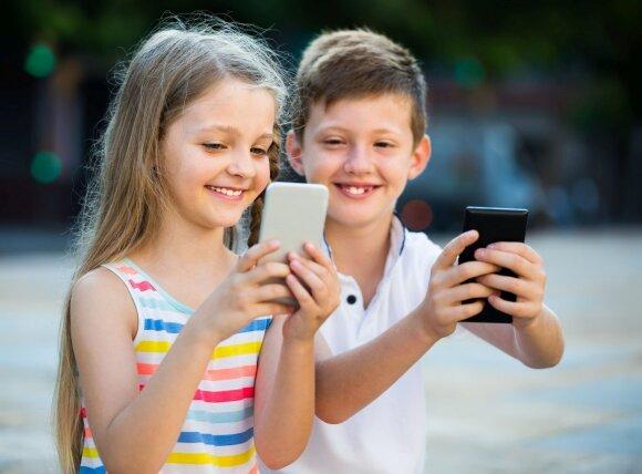 Tėveliai turėtų sunerimti: milžinišku greičiu populiarėjančioje programėlėje slypi pavojai