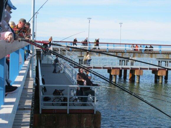 Žvejai ant Palangos tilto - tik lašas jūroje