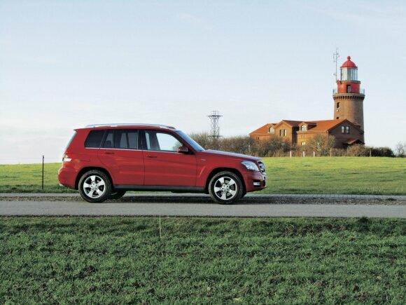 """Kampuotos formos primena senus """"Jeep"""" modelius – ne visiems patinka, bet užtikrina gerą matomumą. Po atnaujinimo 2012 m. """"Mercedes GLK"""" visureigio kampai buvo gerokai nugludinti."""
