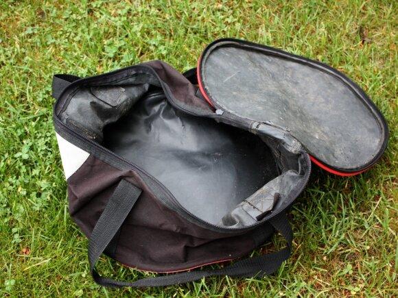 Krepšys iš gumuoto audinio, su dangčiu, skirtas pašarams ir masalams