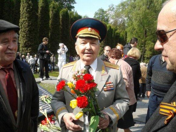 М.Суханов