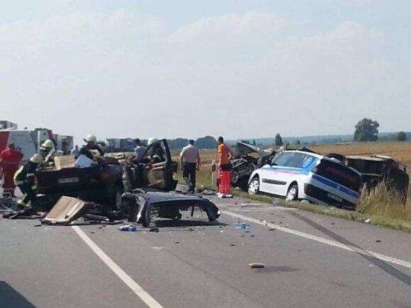"""Dėl kraupaus eismo įvykio paralyžiuotas kelias """"Via Baltica"""", žuvo latvis"""