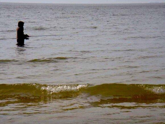Žvejyba įsibridus Baltijos jūros priekrantėje