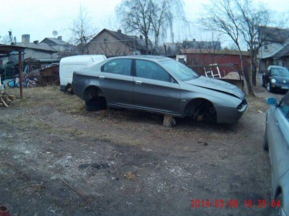 Galimai nelegaliai ardomi automobiliai