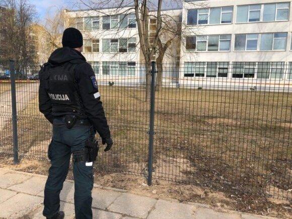 Vilniaus gimnazijos kieme rastas dar vienas sprogmuo
