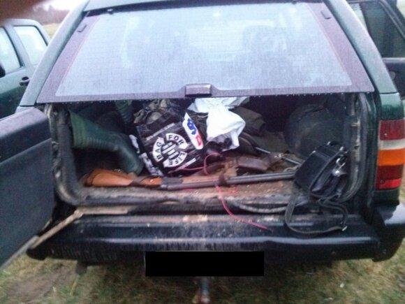 Piliečių automobilyje rado neleistinų ginklų