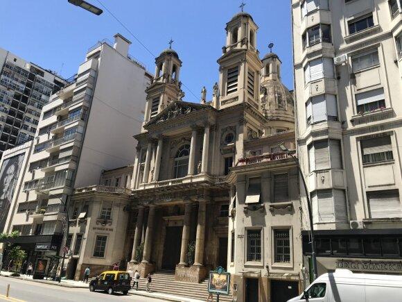Užkalnis Argentinoje buvo priverstas prašyti pinigų iš elgetų