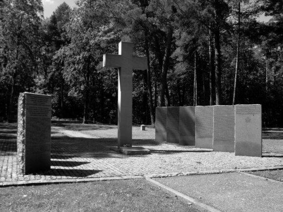 Memorialas II pasaulinio karo aukoms Vilniaus Vingio parko kapinėse.G. Širono nuotrauka.
