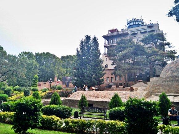Tbilisyje netrūksta ir žalumos
