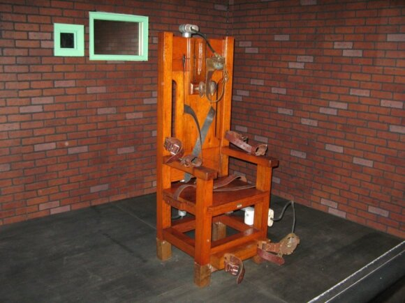 Apklausa: kokie žmonės pritaria mirties bausmei?
