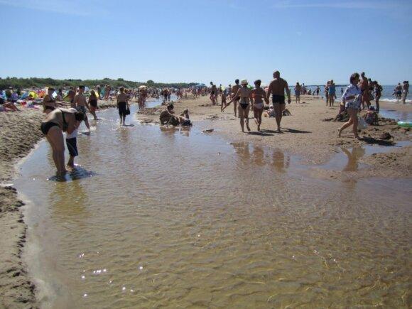 Nedidelis skardis nusiplovė ir dabar paplūdimys atrodo štai taip